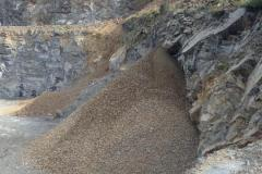 6_J40V2-UK-August-2014-Aggregate-Material-Flow-Over-Cliff-Hi-Res-–-kopio